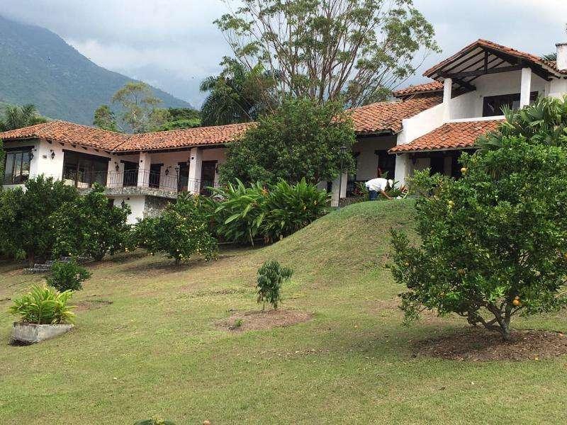 Finca En Venta En El Cerrito Hacienda El Paraíso Cod. VBVLZ-1963