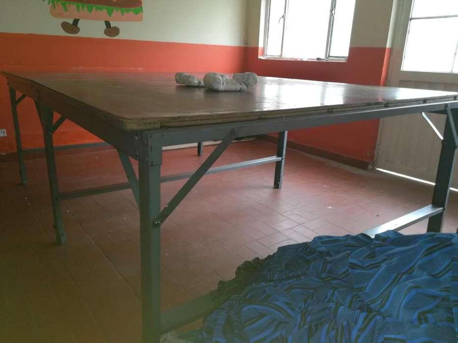 Vendo mesa de corte textil usada en EXCELENTE ESTADO con portarrollo