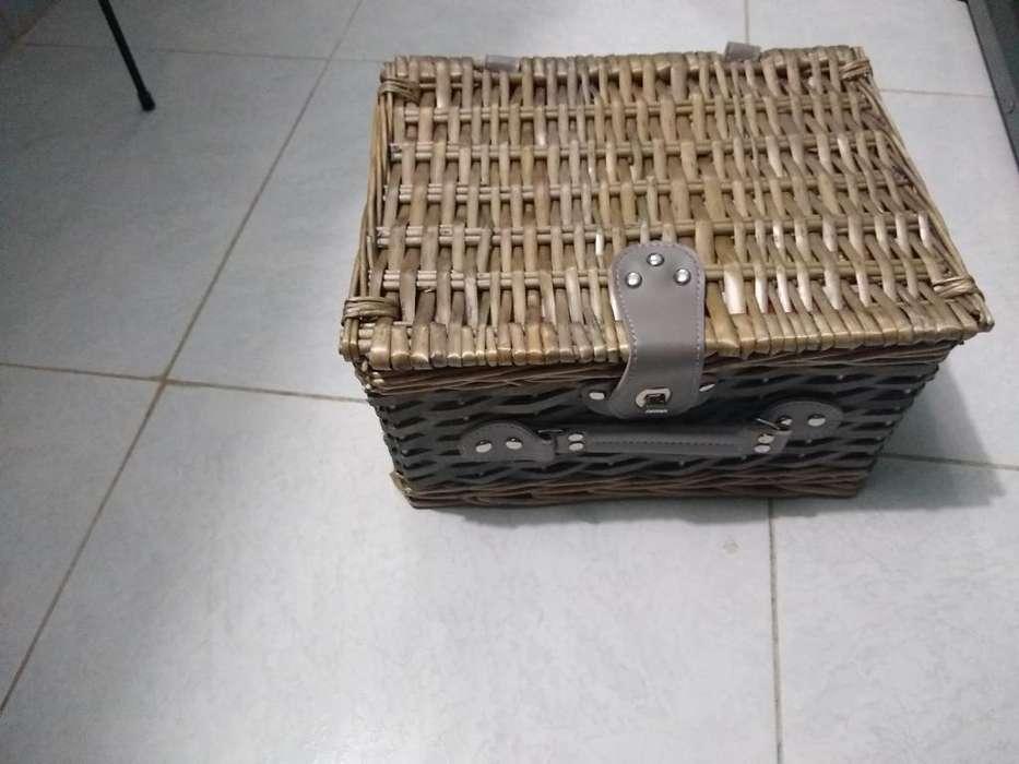 Se Vende Caja de Picni Nueva