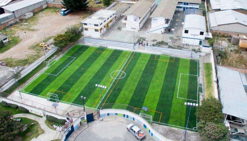 Césped Artificial Sintético deportivo Instalación con protección climática Costa