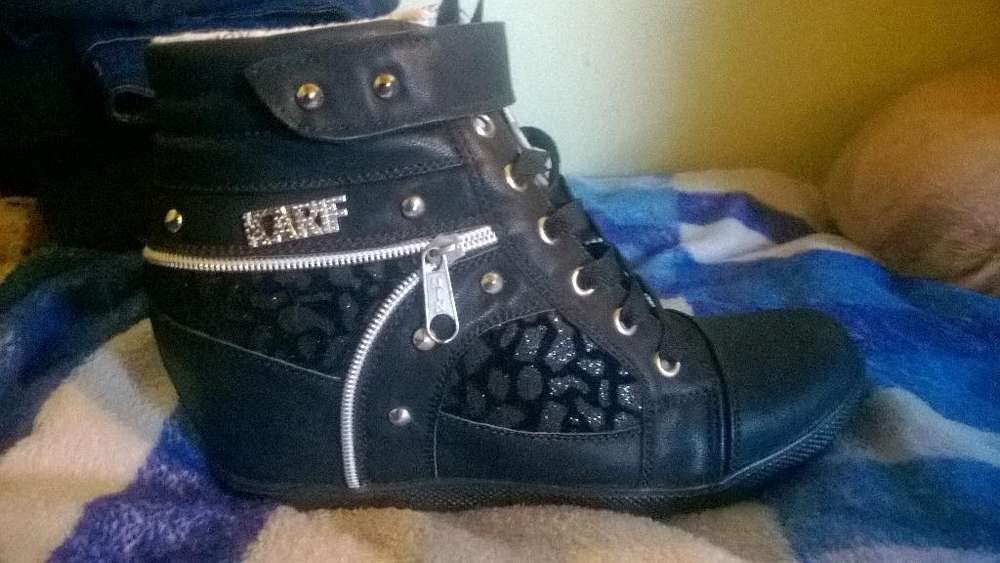 Zapatillas T38 Mujer Abotinada Negra