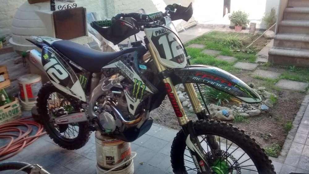 KAWASAKI KXF 450 R 2009/10 EDICIÓN LIMITADA 60 HP 25 HRS DE USO TOTALMENTE IMPECABLE UNICA
