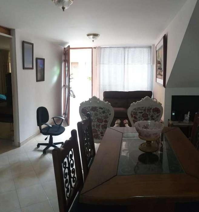 Vendo Hermosa Y Cómoda Casa Primer Piso 75m2 Con Parqueadero Cubierto Unidad Cerrada Cabañas (Bello)