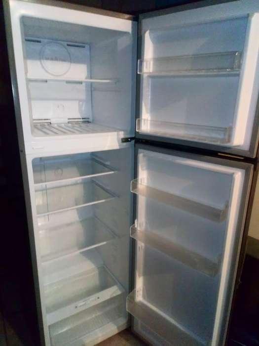 Refrigeradora Semi Nueva Miray