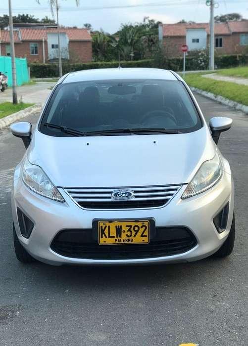 Ford Fiesta  2013 - 85000 km