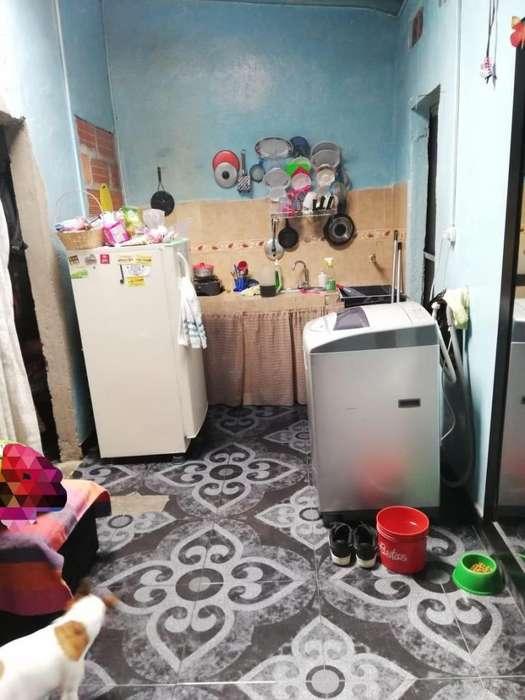 Se Vende Apartamento de 2 Habitaciones, 33 mtrs, en el barrio doce de octubre cerca a la unidad intermedia.
