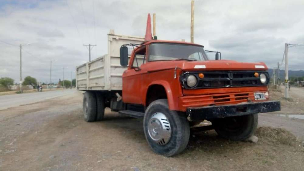 Vendo Dodge Camión 75 Trabajando