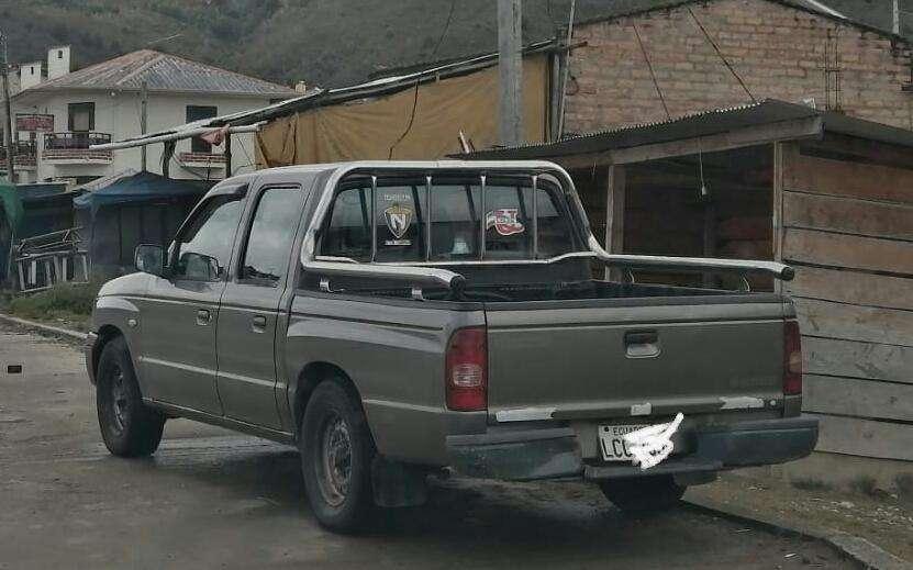 <strong>camioneta</strong> B2200 ao 2005