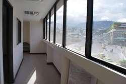En Venta Consultorios en Edificio Hospital de los Valles Etapa II Cumbaya Pichincha