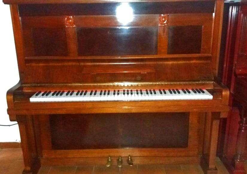 piano vertical E. Pitzer Liepzig