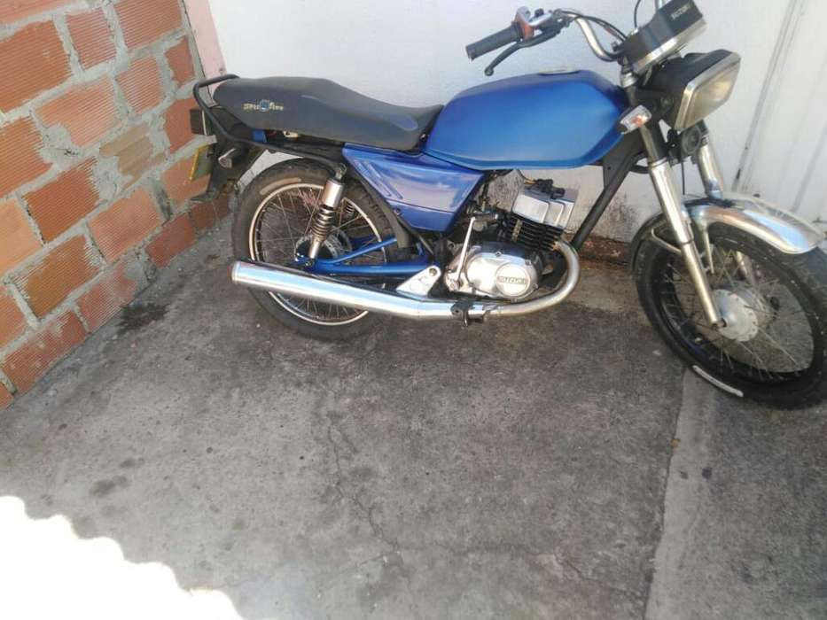 Vendo Ax 100 Perfecto Estado