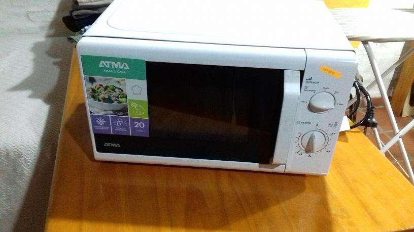 Cocina de <strong>microondas</strong> Atma modelo MR 1720N Poco Uso