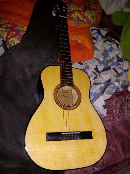 Guitarra con Estuche Y Afinador