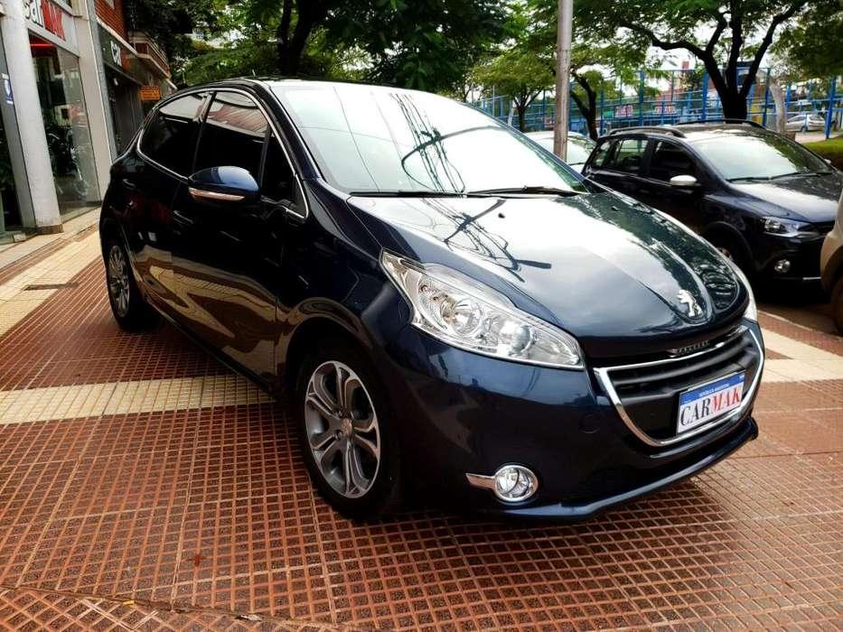 Peugeot 208 2014 - 49000 km