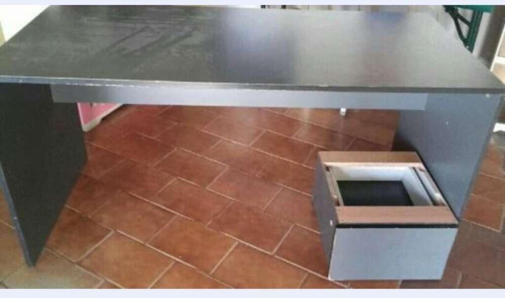 <strong>escritorio</strong> de Mesa de Maddera en Chapada