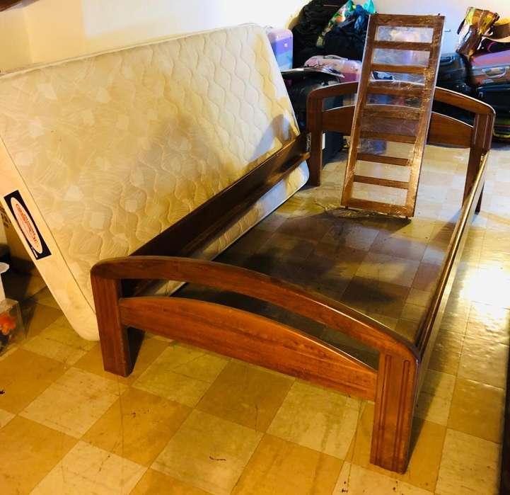 Cama cuna en madera 100x190 cuenta con <strong>tablas</strong> y barandas