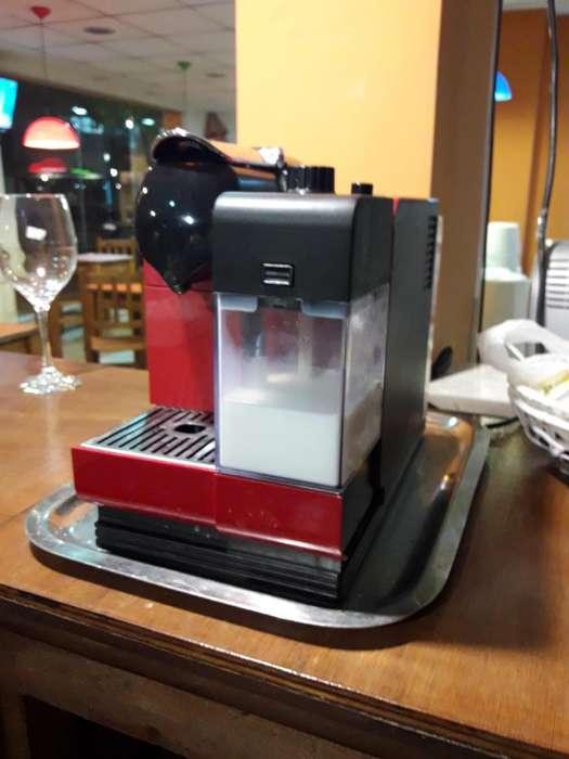 Cafetera Nespresso lattisima