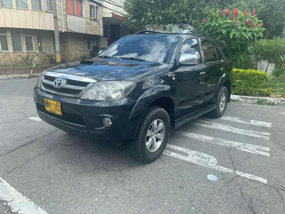 Toyota Fortuner 2008 - 140000 km