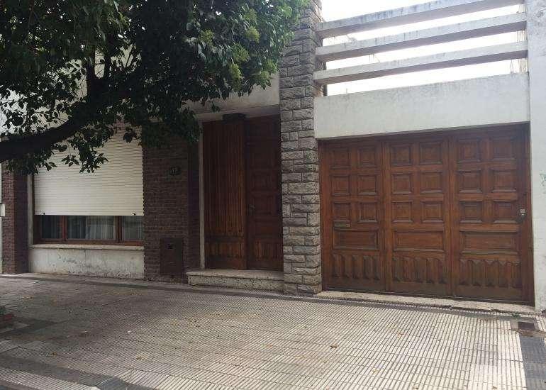 Impecable Casa CÃntrica con 3 habitaciones. Apta CrÃdito Hipotecario