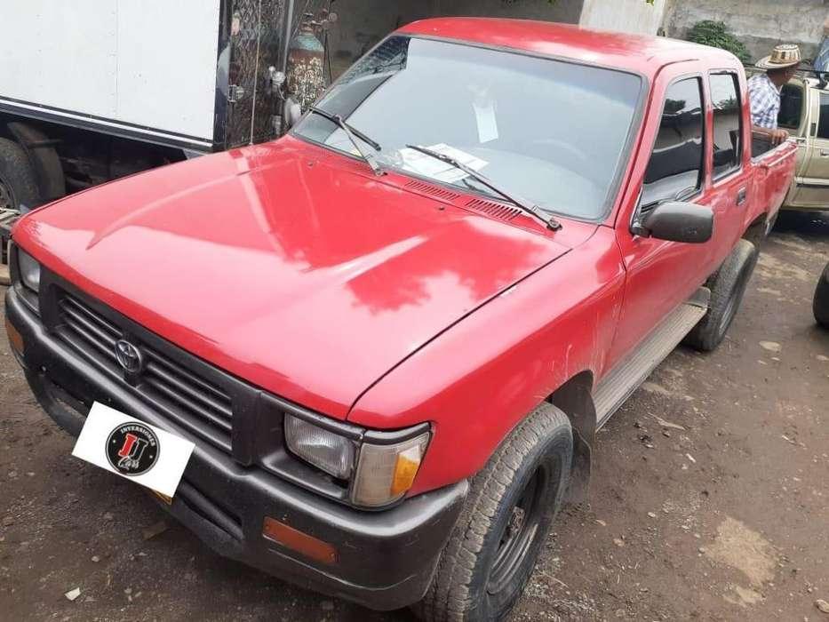 Toyota Hilux 1995 - 220000 km