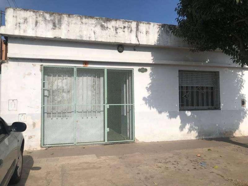 VENTA - CASA AL FRENTE CON POSIBILIDAD DE SUBDIVIDIR. LAMADRID Y FRANCIA