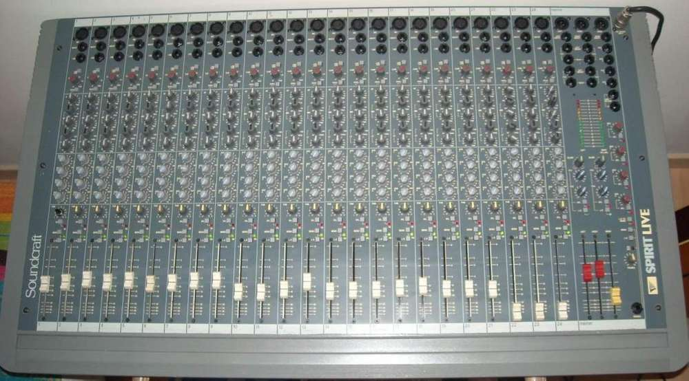 Consola de audio Soundcraft Spirit Live 24 canales