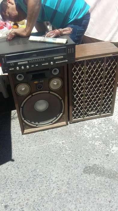 Amplificador Technics sin <strong>parlantes</strong>.