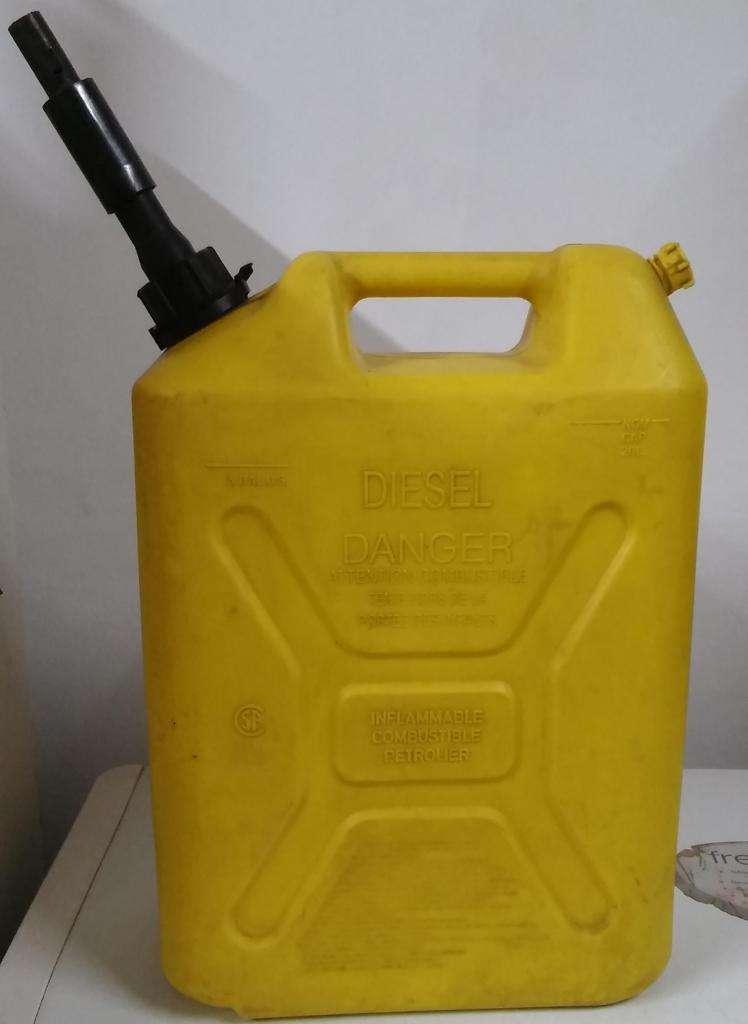 LIQUIDO Bidon Plastico Scepter Combustible 20 Lts Tipo Militar Amari