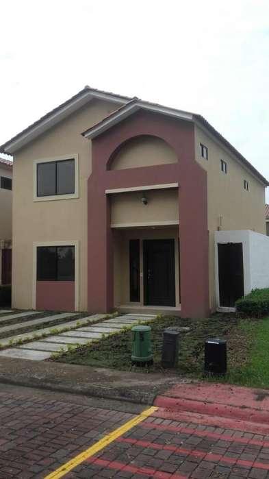Venta de Casa en la Urb. <strong>ciudad</strong> Celeste, Etapa Ria, cerca del C.C Plaza Lagos, Samborondon