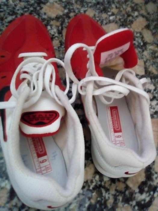 Zapatillas Nike con clavos para atletismo .una postura,impecables..Nº41 1300