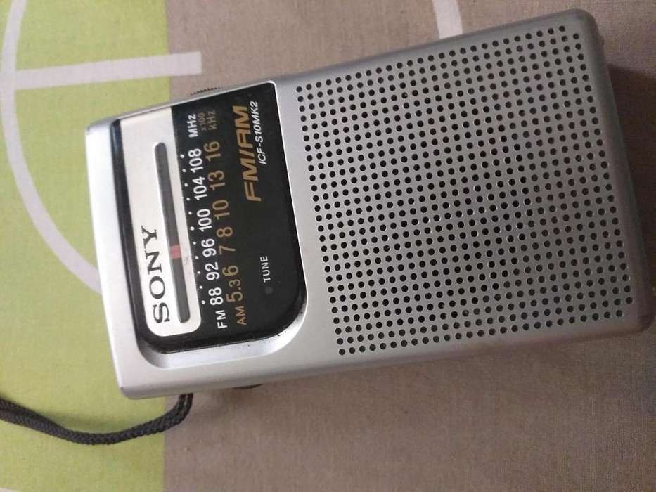 Se vende Radio de mano Sony AM/FM
