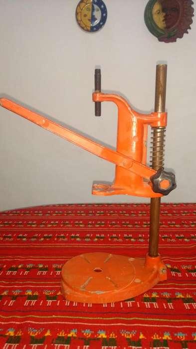 Soporte vertical reforzado para taladro.