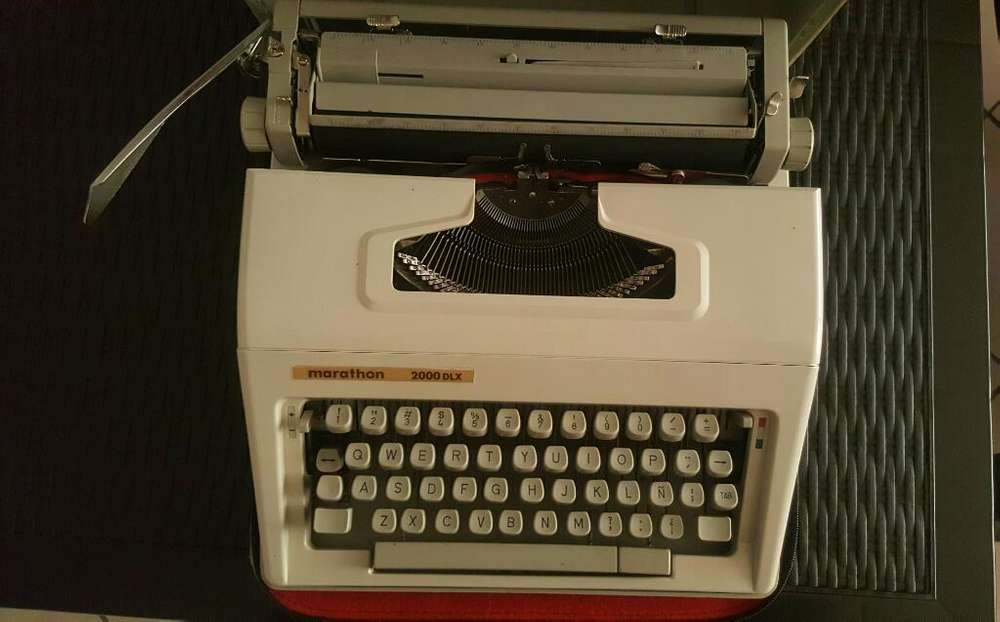 Maquina de Escribir Marathon 2000 Dlx