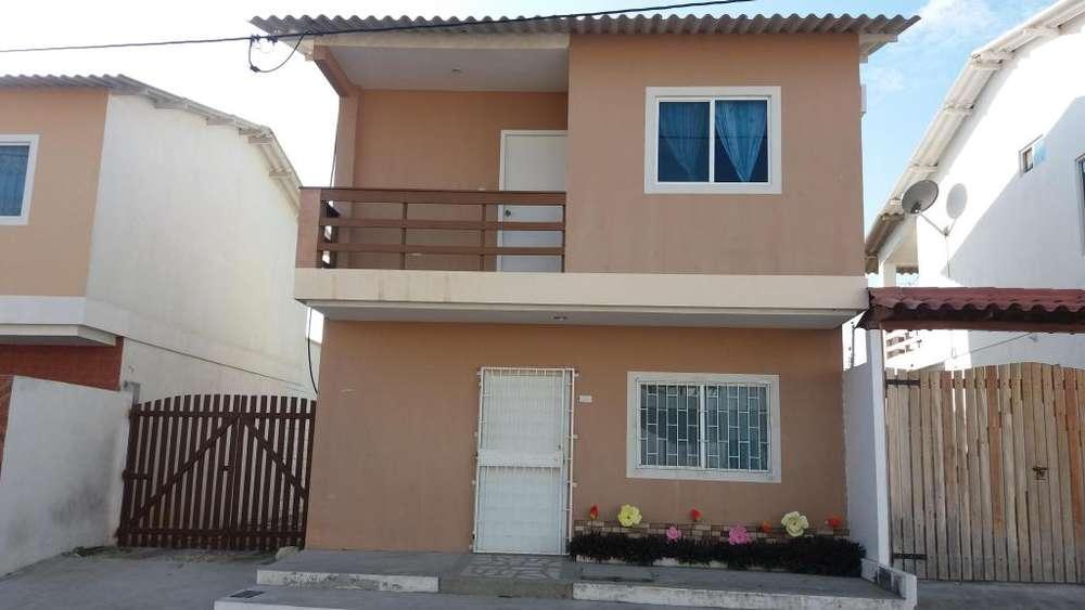 Acogedora casa de dos <strong>piso</strong>s en Conjunto Residencial con salida al mar en la vía Playas Data
