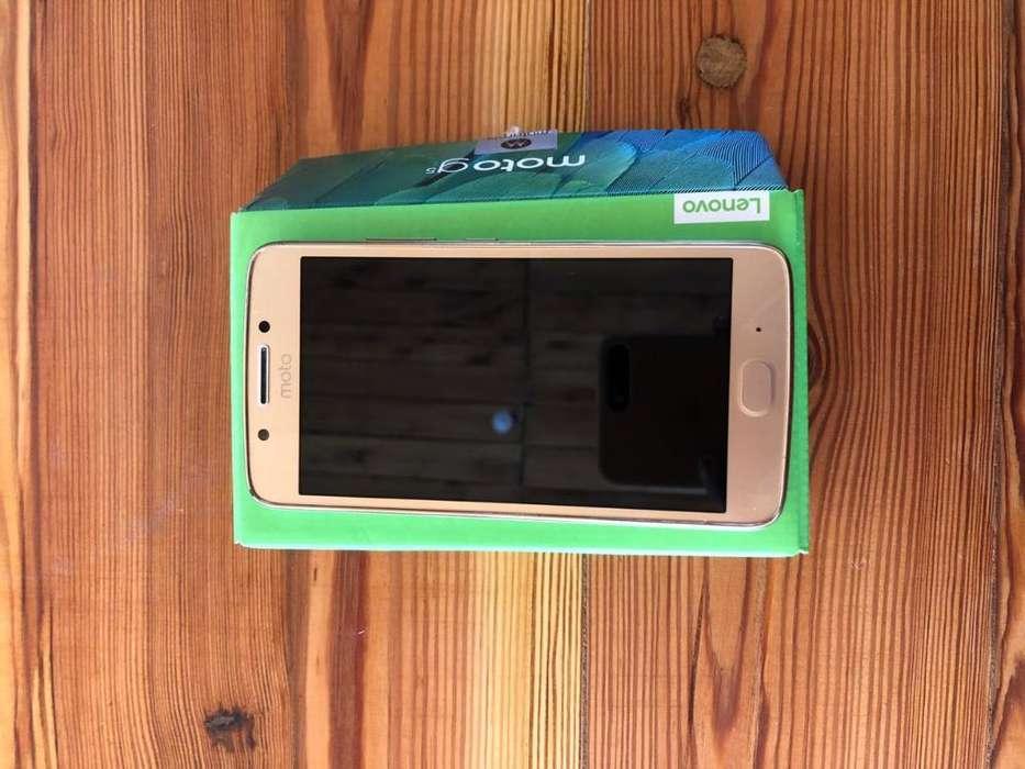 Vendo Moto G5, 32 Gb, Cargador Original.