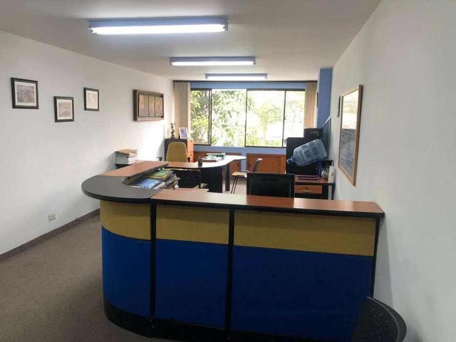 Venta oficina <strong>edificio</strong> Lago Uribe 4 piso