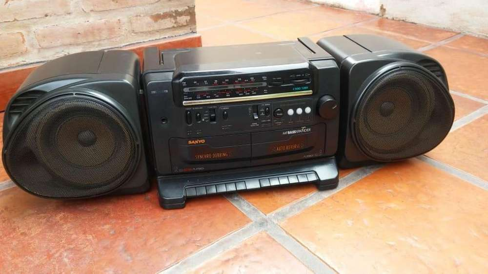 radiograbador Sanyo ochentoso doble cassetera 800
