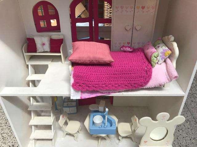 Casita muñecas Barbie, equipada con varios muebles