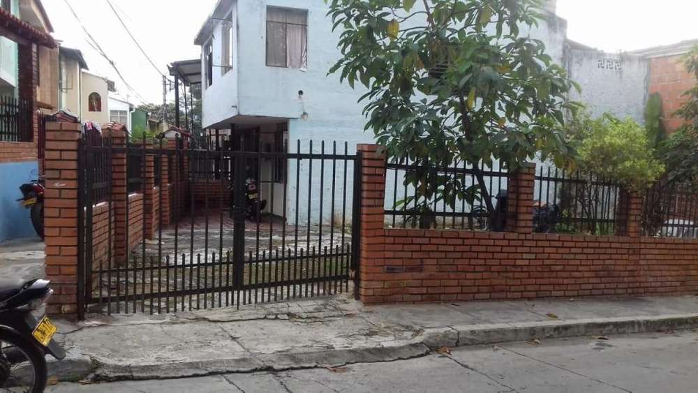 Se Vende Casa Esquinera Dos Pisos