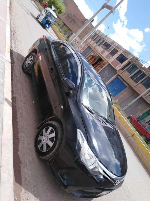Toyota Yaris 2014 - 80000 km