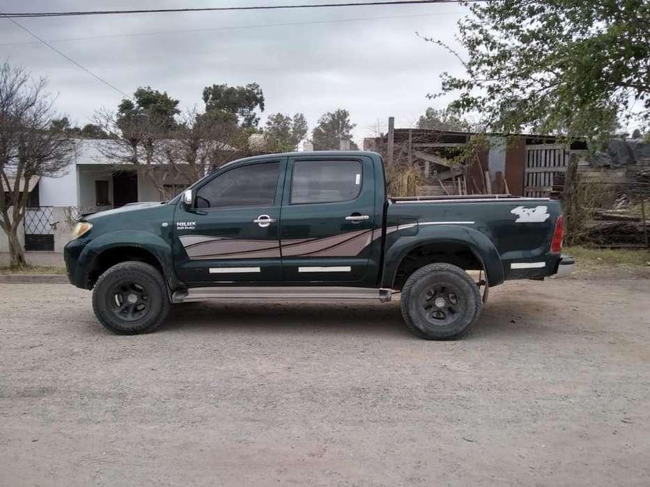 Toyota Hilux 2005 - 200000 km