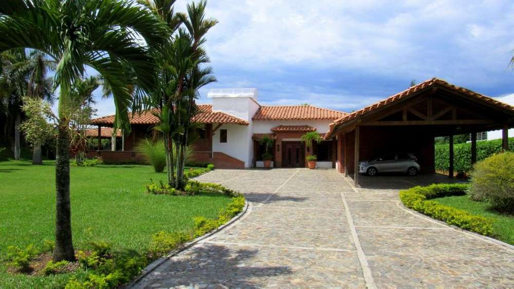 Excepcional casa en Cafelia Condominio Campestre. Cerritos. Pereira - Colombia. Drone.