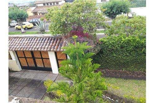 Se arrienda casa con terreno en Playa Chica