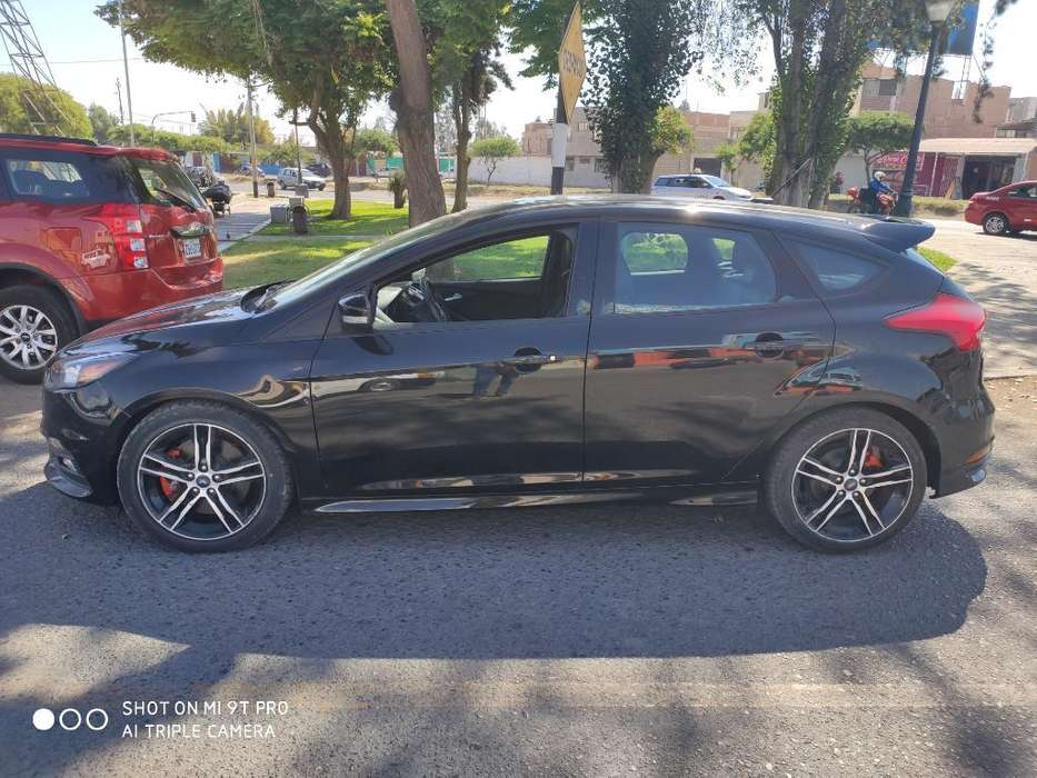 Ford Focus 2017 - 13900 km