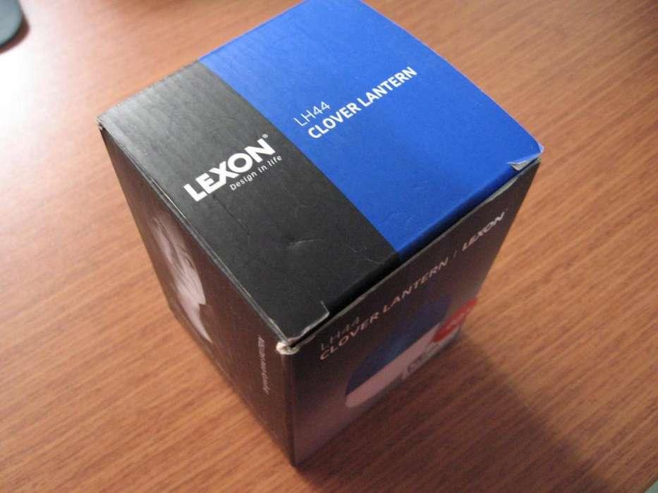 Lampara portatil LEXON Clover Lantern, exclusiva Inkanta Design Store. Color Azul. Totalmente nueva.