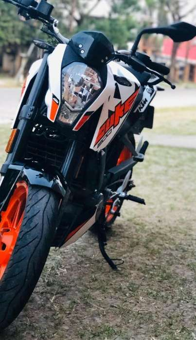 <strong>moto</strong> KTM DUKE 200 Mod 18 (2500 km) impecable