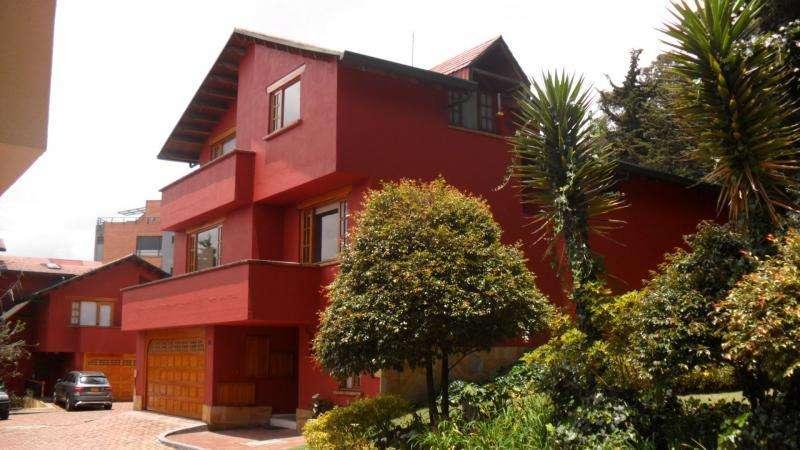 Casa En Venta En Bogota Club De Los Lagartos Cod. VBPRE84196