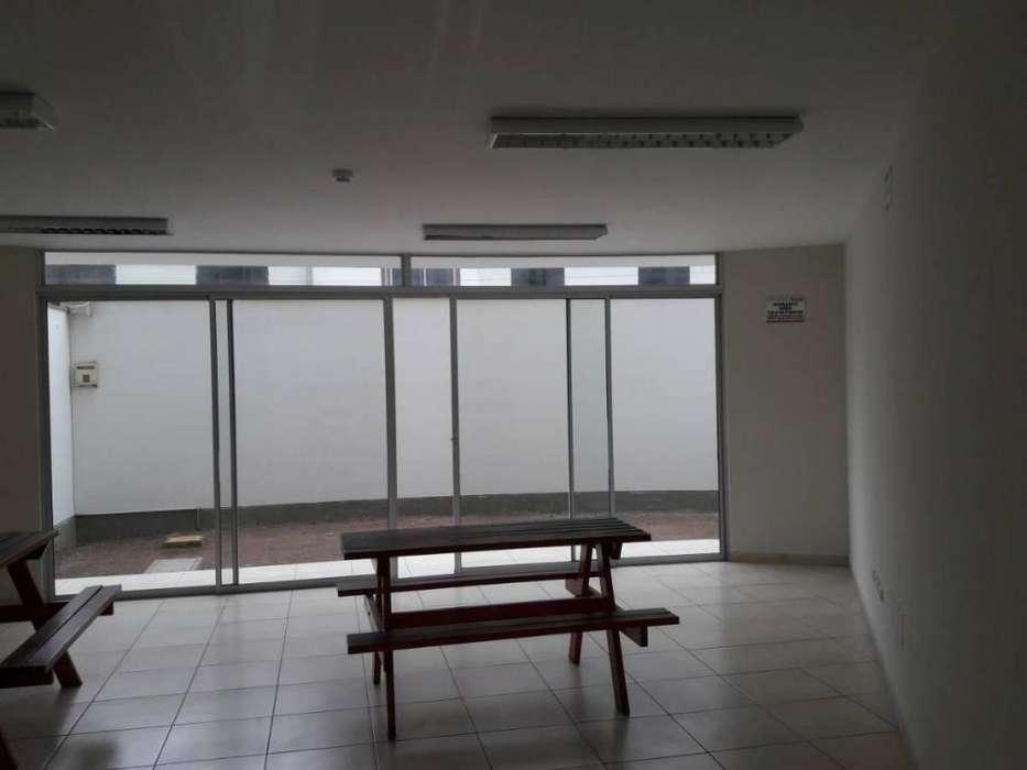 En venta lindo departamento en Av. Jorge Chavez - Surco. En 3 piso, cocina amplia y cochera