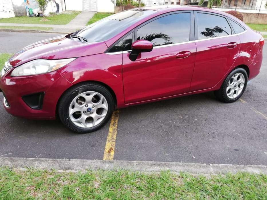 Ford Fiesta  2011 - 95000 km