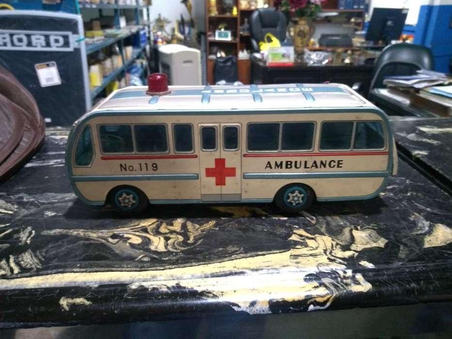 Ambulancia Antigua de Hojalata Japonés